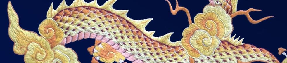 Nahaufnahme einer Stickerei von einem chinesischen Drachen