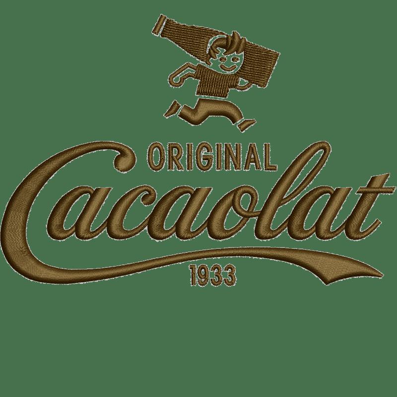 Stickerei des Logos von Original Cacaolat 1933 darüber ein Männchen das mit einer Flasche auf der Schulter rennt